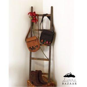 Handbags - Crossbody leather bags with handmade design.